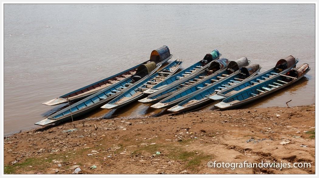Barcas frente a Luang Prabang