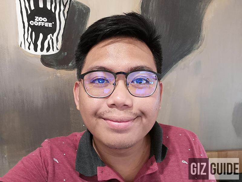 Very detailed indoor selfie