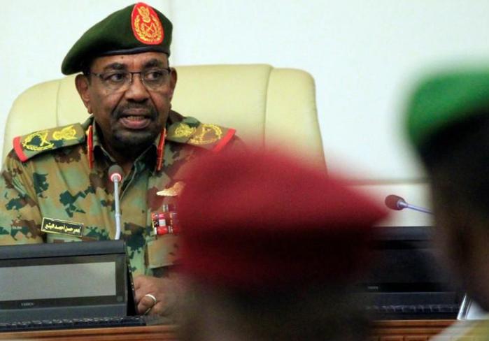 الرئيس السوداني يحظر الاحتجاجات وينظم التعامل بالنقد الأجنبي