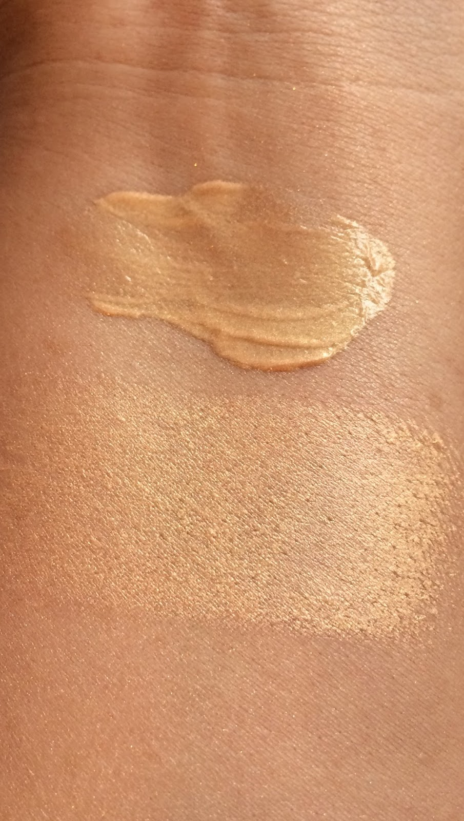 Kevyn Aucoin Celestial Skin Liquid Highlighter, Natasha Denona Cream Glow Highlighter swatches