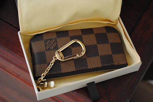 b8efb3b28860 This Louis Vuitton key purse in Monogram leather is extremely versatile