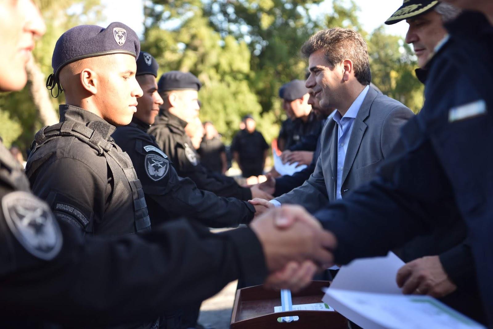 Ritondo entregó 40 motos al encabezar cierre de curso de policías del Grupo de Prevención Motorizada