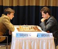 Aronian frente a Karjakin en el XX Torneo Amber de Ajedrez