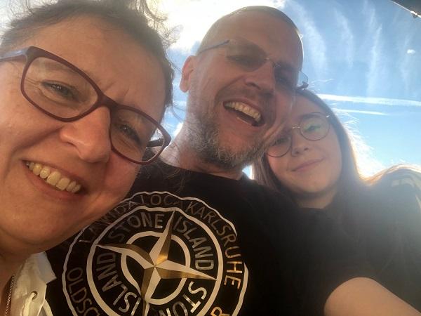 Bild mit meiner Schwester und meiner Tochter- zwei Generationen Götz