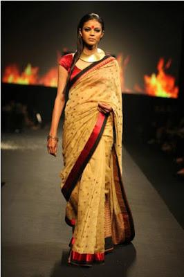 spectacular-indian-bridal-lehenga-designs-by-ritu-kumar-9