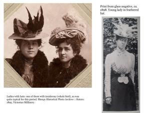 sombreiros e toucados de muller con plumas de aves