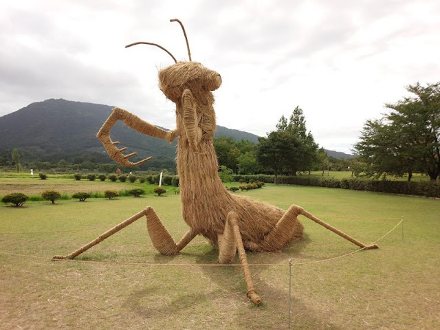Giant Straw Animals