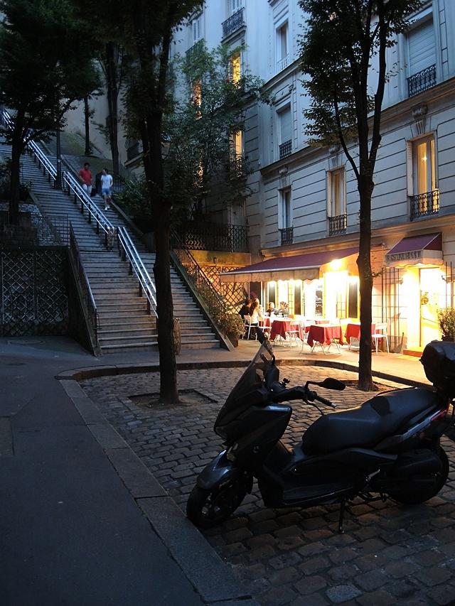 au pied du Sacré Couer - Paris