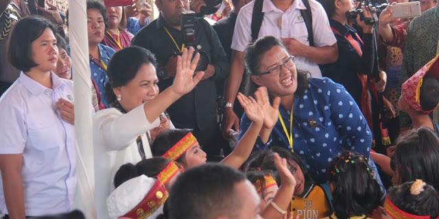 Ibu Negara Hj Iriana Joko Widodo dan rombongan kunjungi PAUD Toba Nauli dan Manortor Bersama Anak-anak