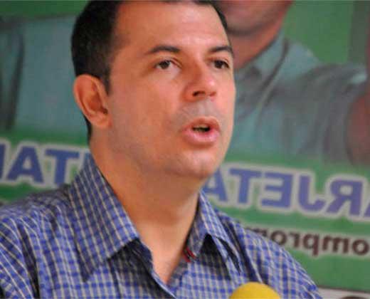 Roberto Enríquez está en la residencia del Embajador de Chile en Caracas