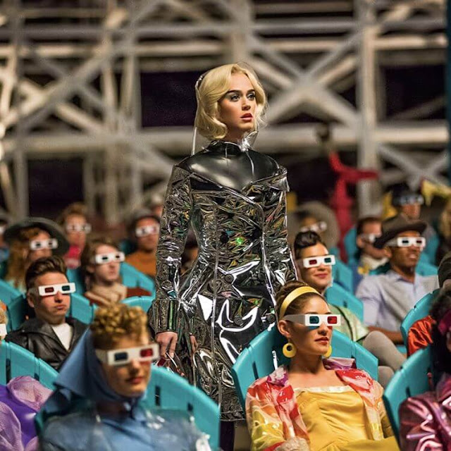 Katy-Perry-Screenshot-from-Chained-To-The-Rhythm-song