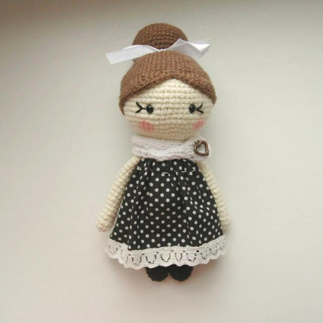 https://amigurumi.today/little-lady-doll-crochet-pattern/