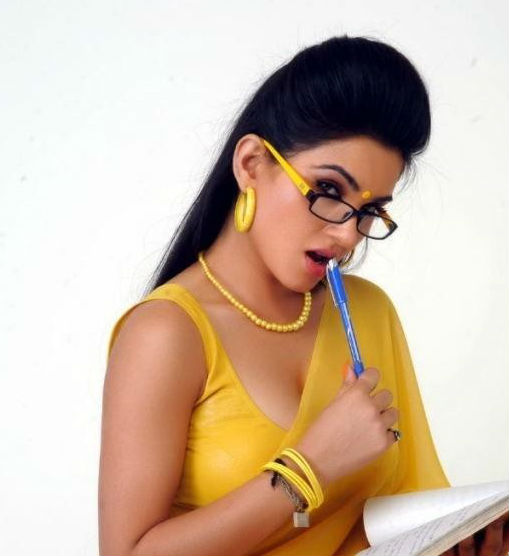 Kavya Singh New Pictures in Saree