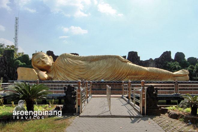 maha vihara mojopahit trowulan patung buddha tidur