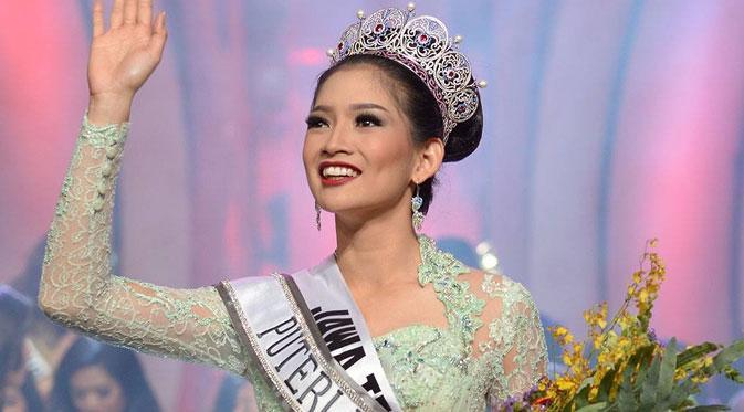 "Seksinya Puteri Indonesia 2015 ""Anindya Kusuma Putri"" dalam Balutan Bikini"