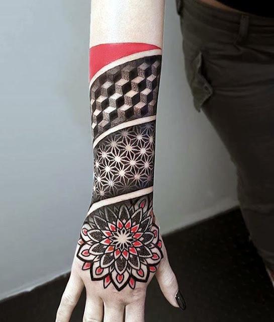 Tatuagens femininas para as mãos