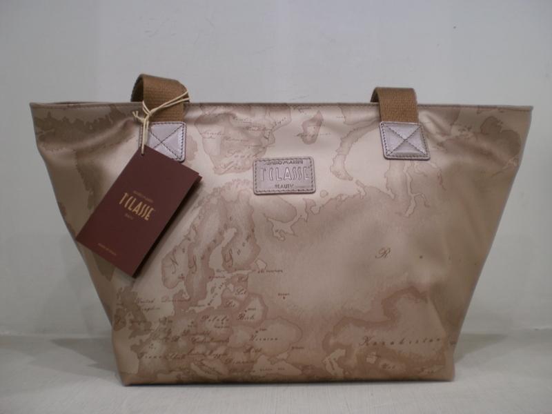 816ddb22c4 Disponibili sul nuovissimo sito di Silvana accessori moda le nuovissime  borse alviero martini,in silk o in overlight,nei nuovi  colori,platino,ecru',beige ...