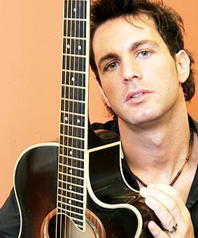 Foto de Axel con guitarra
