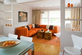 Decoración sala sofás naranjas