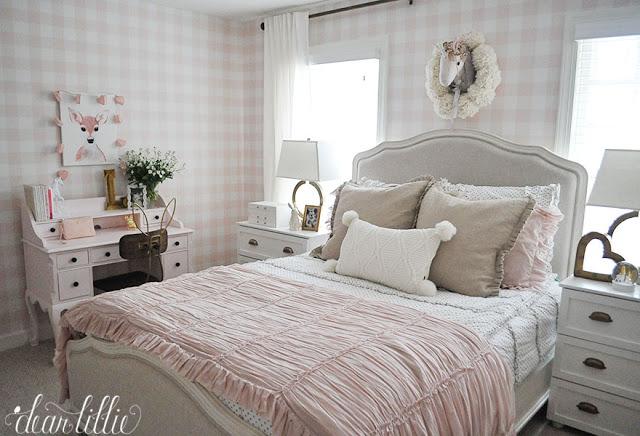 Нежно-розовый интерьер детской комнаты для девочки Лили