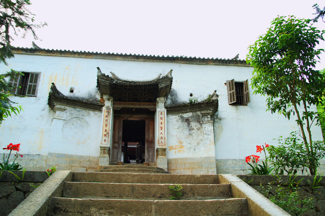 Unique architecture of Vuong palace 4