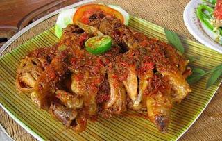 Masakan khas indonesia, Ayam Betutu Bali, Ayam Betutu Gilimanuk.