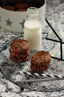 http://www.greencooking.pl/2015/04/owsiane-ciastka-czekoladowe-bez-maki-z.html