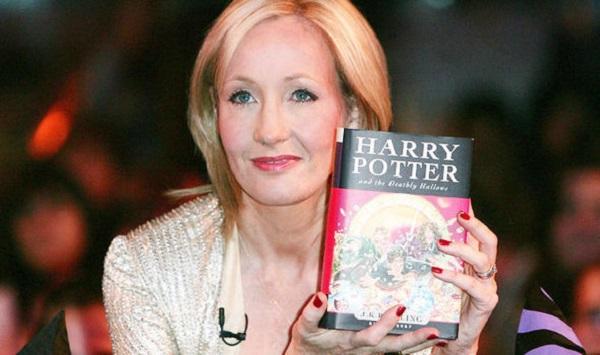 J. K. Rowling - Escritora do Harry Potter (Imagem: Reprodução/Daily Express)