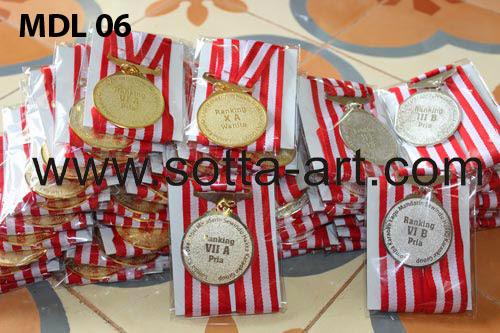pesan medali,jual medali,medali wisuda, medali wisuda jogja,perlengkapan wisuda, medali wisuda, samir wisuda, piagam wisuda, samir,