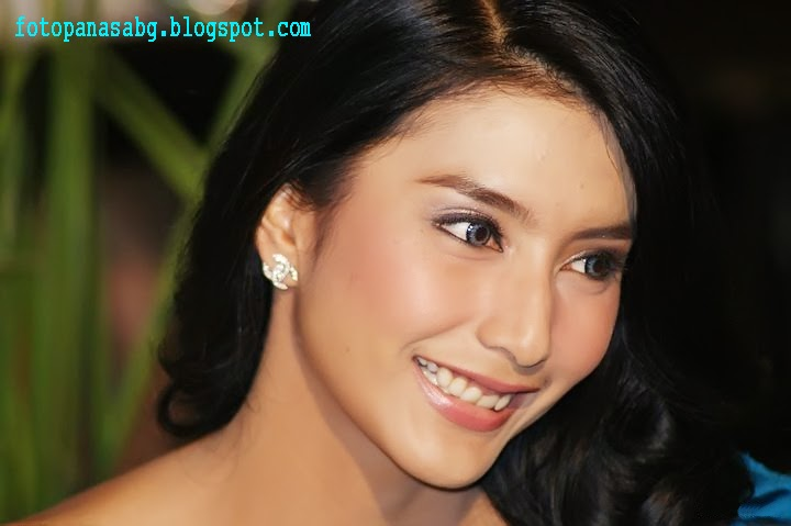 "Foto Hot Artis Tyas Mirasih ""Beautiful With Blue Gown"