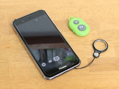 SHARP AQUOS ZETA SH-04Hとスマートフォン用 カメラリモコン A-Bシャッター Bluetoothリモート for iPhone & Android