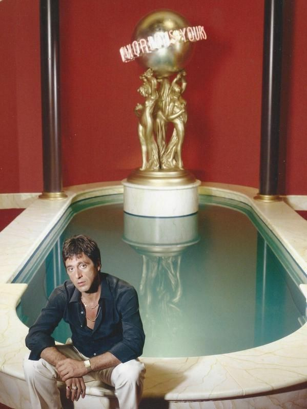 Al Pacino On The Set Of Movie Scarface 1983