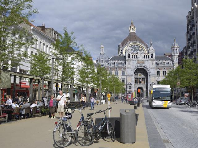 Andar de bicicleta em Antuérpia, Bélgica