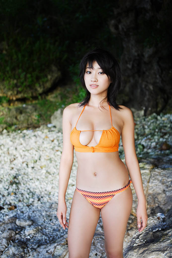 mikie hara hot bikini pics in the bushes 01