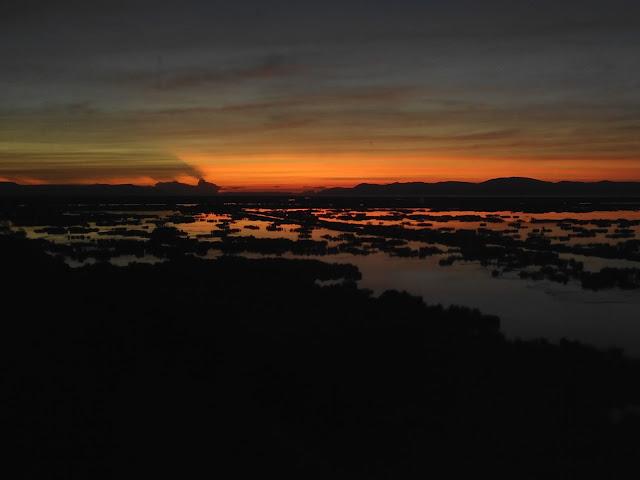 Amanecer en Lago Titicaca desde Isla Esteves, Perú