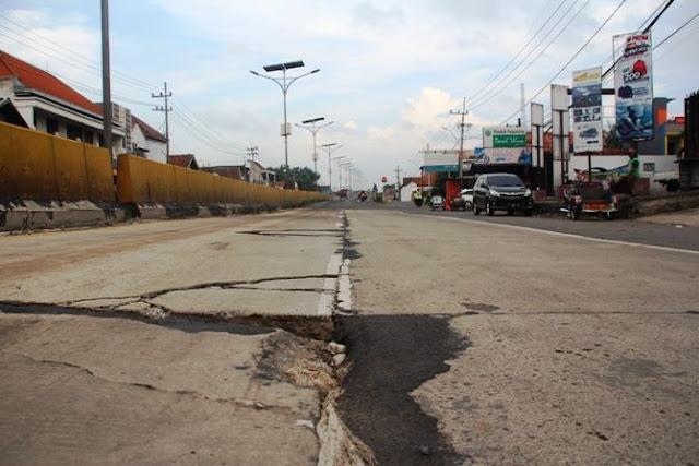 Baru Dua Bulan, Proyek Jalan Kementerian PUPR Rp 46 Miliar Sudah Rusak