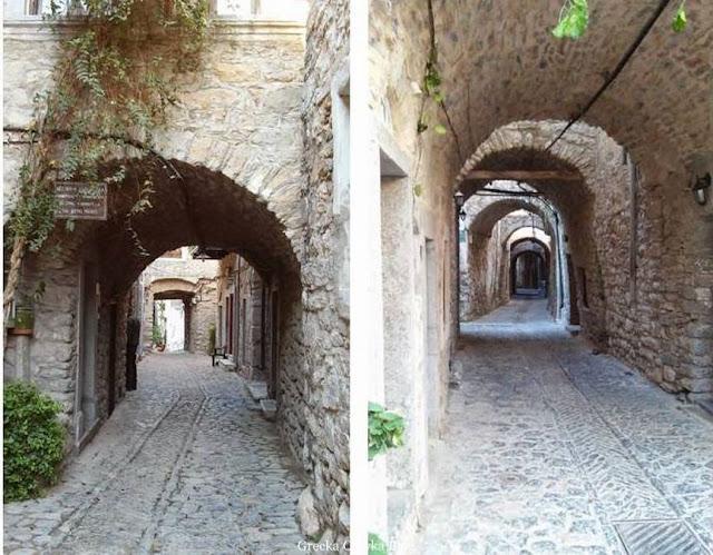 brukowane, zabytkowe ulice w Mesta Chios Grecja