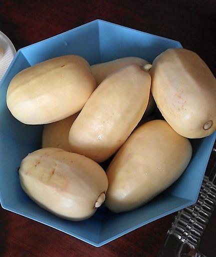 火銀瓜という形と中が瓜にそっくりな果物