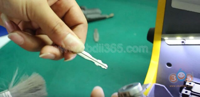 sec-e9-cut-nissan-key-21