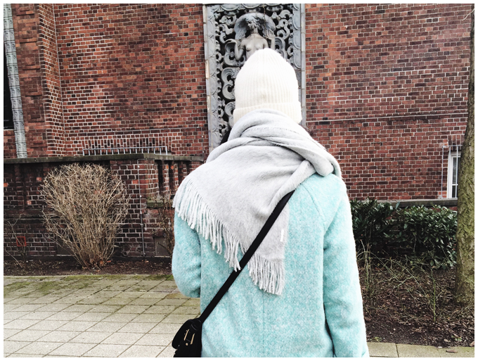 winter outfit | vintage | zara mint green coat, accessorize black tassel bag | more details on my blog http://junegold.blogspot.de | life & style diary from hamburg |#outfit #vintage #zara #accessorize #mintgreen #black