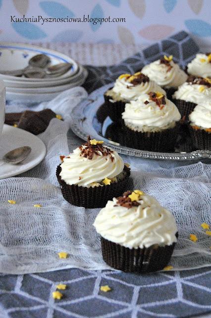 483. Proste babeczki waniliowe z białą czekoladą i makiem (cupcakes waniliowe)