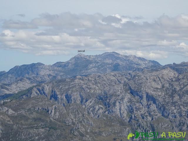 Ruta al Pierzu desde Priesca: Vista de la Jascal