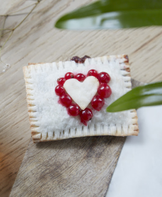 SEASONAL EATING | VEGAN GLUTEN-FREE VALENTINE'S POP TARTS