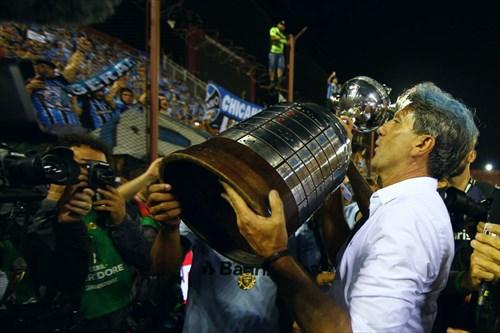 Técnico tricampeão d Libertadores firma contrato até o fim de 2018 Foto: Lucas Uebel / Grêmio FBPA