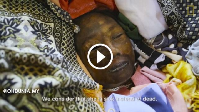 Tradisi 'Menghidupkan' Mayat Dari Kubur Yang Mengerikan