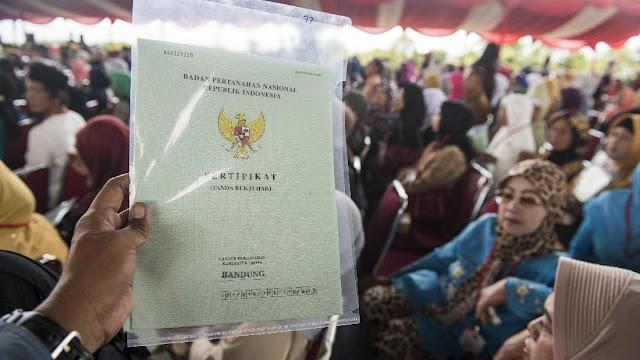 Cerita Warga Tangsel Tebus Sertifikat Tanah Jokowi Rp2,5 Juta