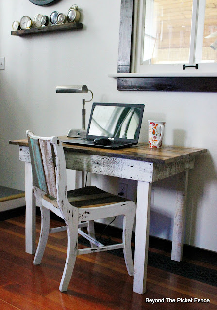 salvaged wood, reclaimed, farmhouse table. rustic desk, barnwood, https://goo.gl/40jXdX
