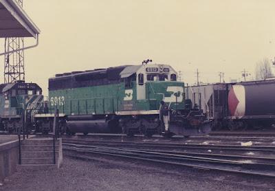 Burlington Northern SD40-2 6913