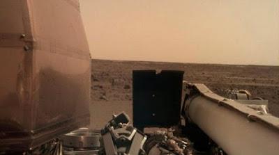 Το InSight συνεχίζει να τραβάει φωτογραφίες του Κόκκινου Πλανήτη