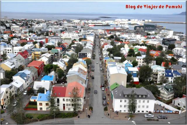 Reikiavik es una ciudad de casas bajas y gran colorido. Desde diversos puntos como el Perlan se obtiene una buena panorámica. Blog de Viajes a Islandia